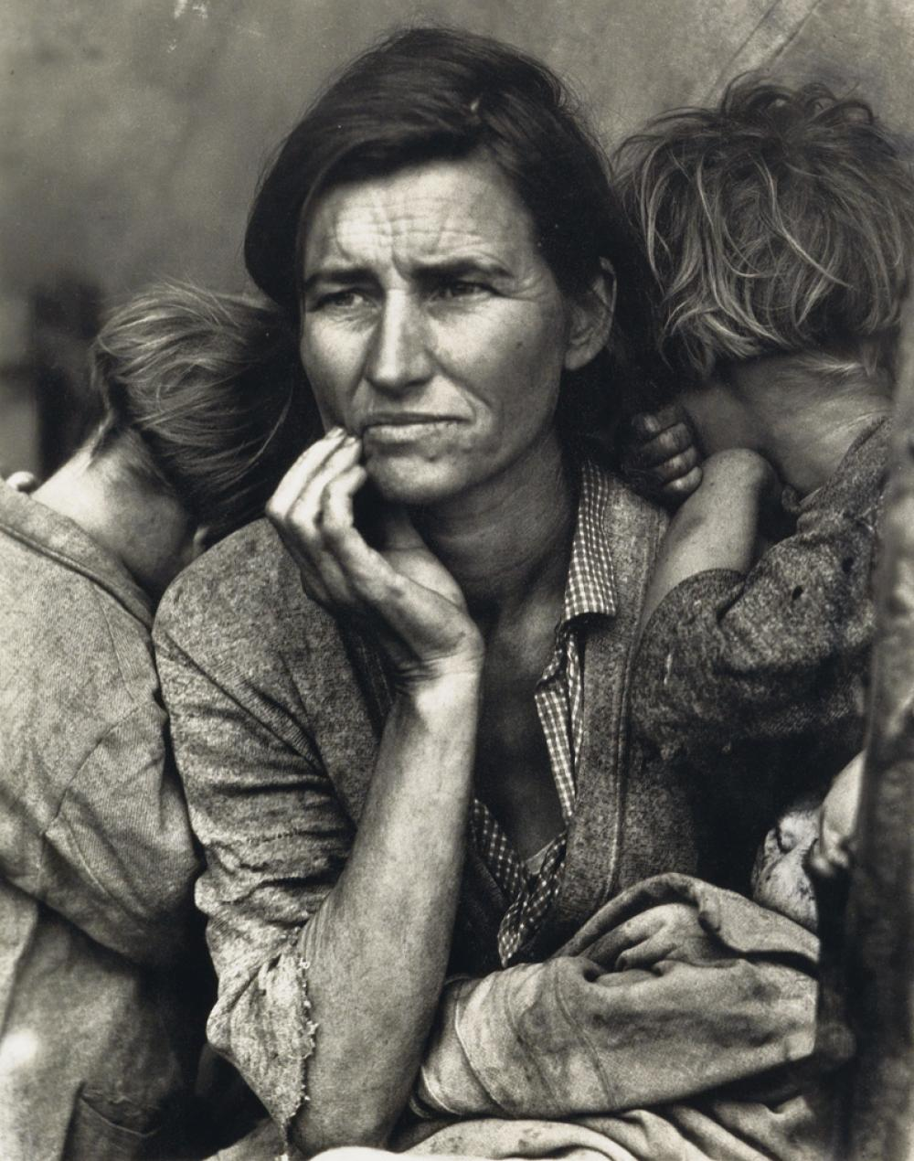 (FARM SECURITY ADMINISTRATION) A portfolio of 10 photographs by Dorothea Lange, Walker Evans, Ben Shahn, and Arthur Rothstein.