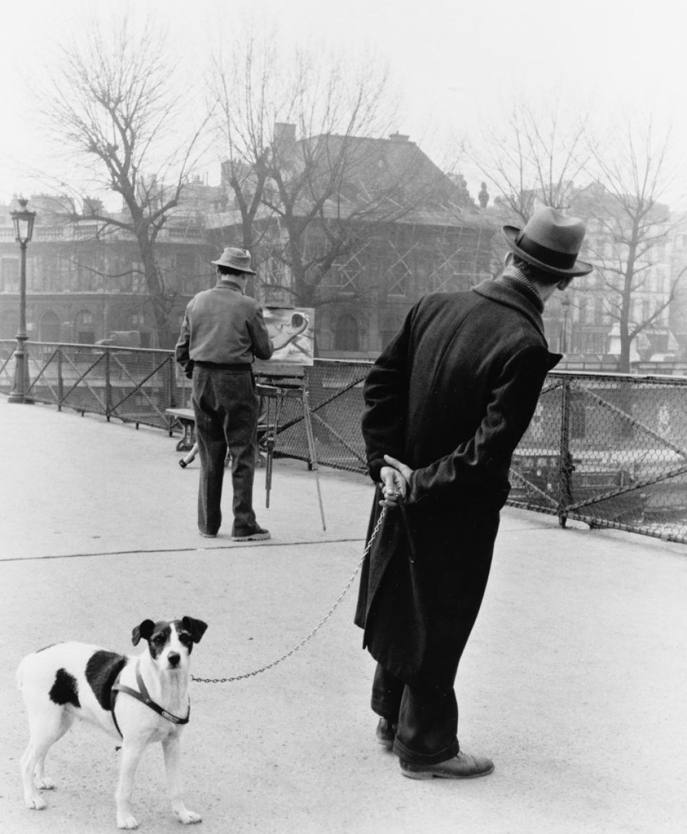 ROBERT DOISNEAU (1912-1994) Le Fox Terrier du Pont des Arts.