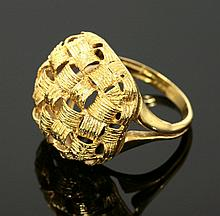 An 18ct gold lattice effect ring, c.1970, with a