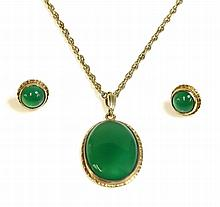 A 9ct gold green agate pendant and earring suite,