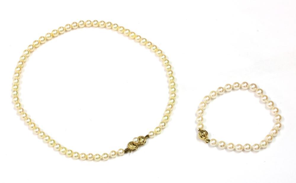 A single row uniform cultured pearl bracelet,