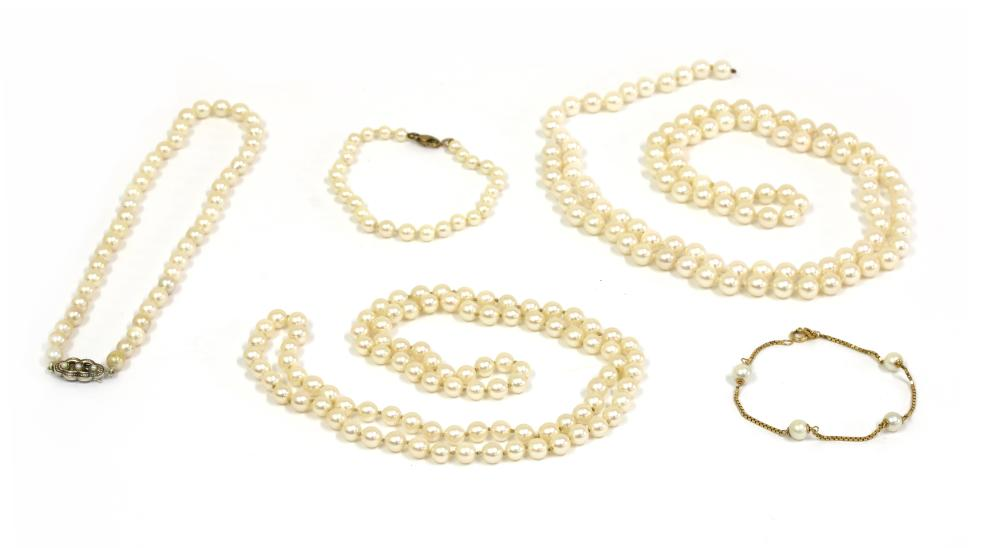 A quantity of pearl jewellery,