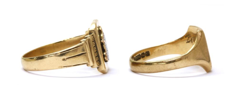 A 9ct gold signet ring,