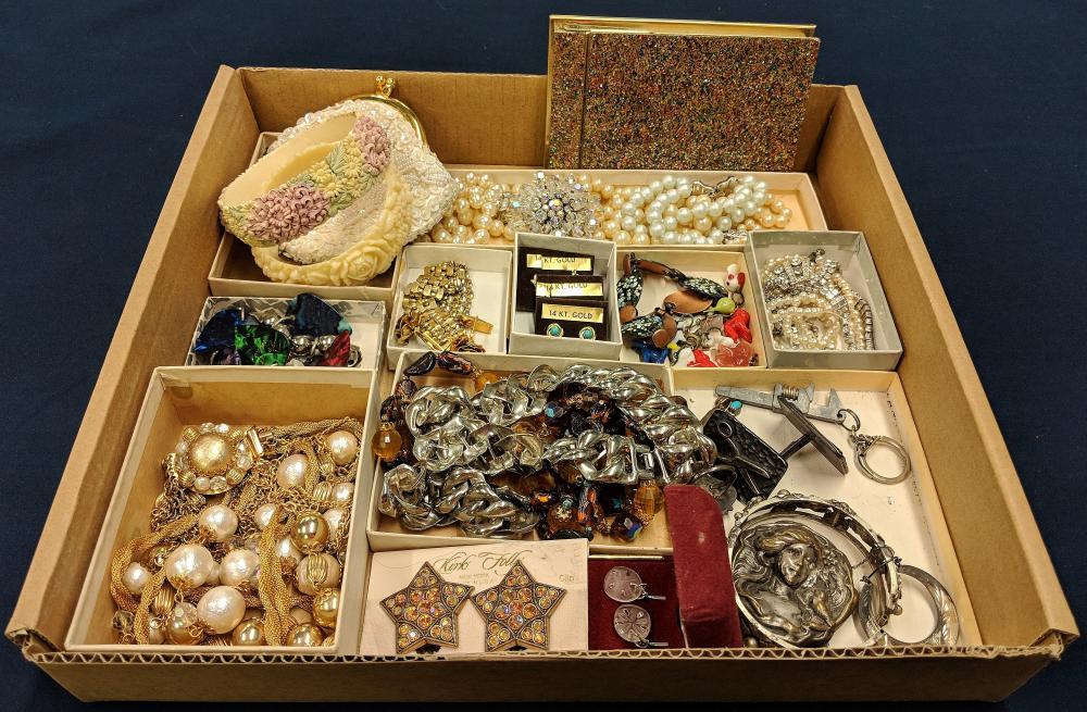 Lot of Beautiful Vintage Jewelry