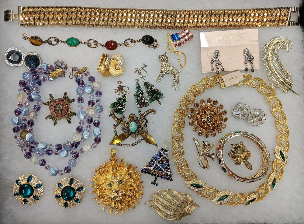 Lot 86: Vintage Costume Jewelry