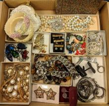 Lot 68: Lot of Beautiful Vintage Jewelry