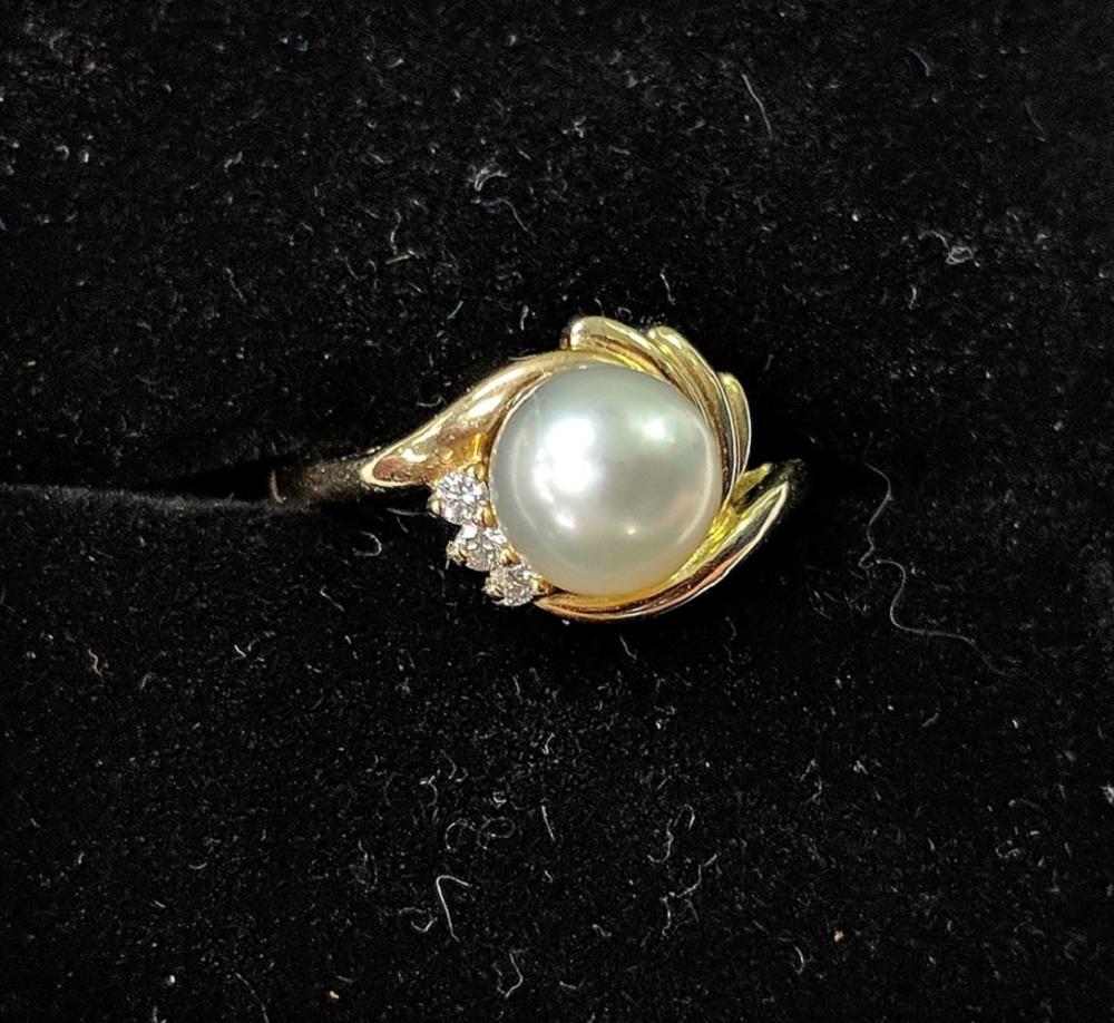 Lot 136: 14Kt Gold Ring w/ Center Pearl & Diamonds