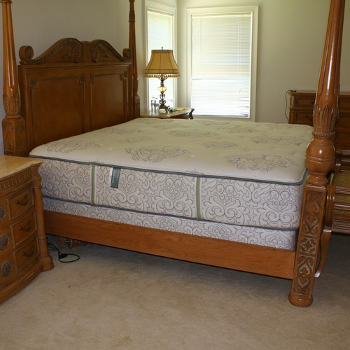 King Size Mattress Split Box Spring Like New
