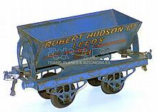 Hornby Series O-gauge Side Tipping Wagon
