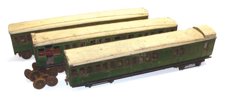 Three 2-gauge wooden SR Passenger Coaches
