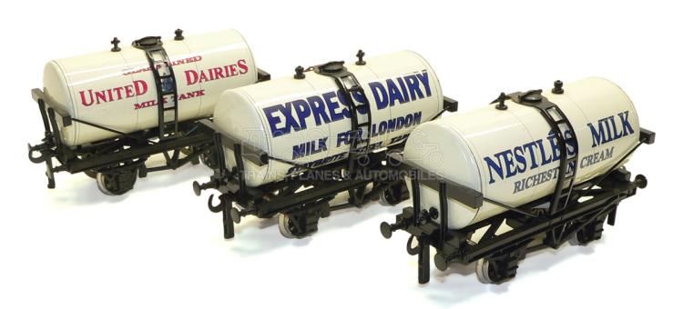 Three ACE Trains O-gauge 4-wheel Milk Tank Wagons