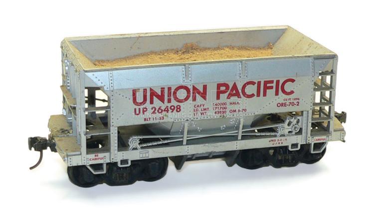 Atlas O-gauge bogie Hopper Wagon with Sand Load