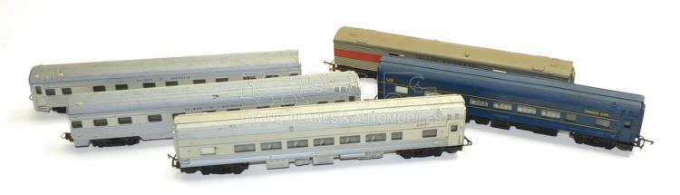 Five HO/OO-gauge bogie Passenger Coaches