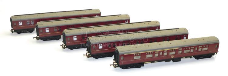 Five Tri-ang OO-gauge BR bogie Passenger Coaches
