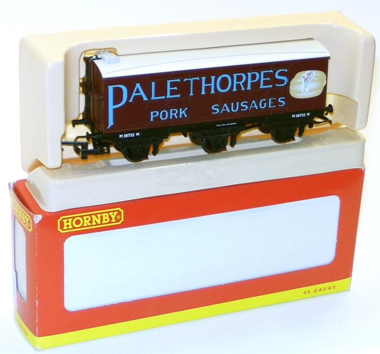 Hornby R670 OO-gauge 6-wheel Closed Wagon