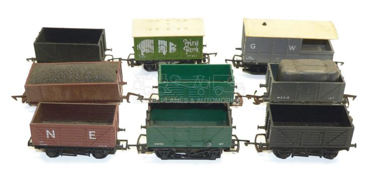 Nine HO/OO-gauge 4-wheel Wagons