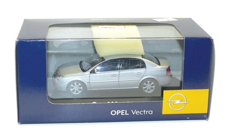 1:43 scale diecast Opel Vectra