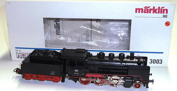Marklin HO 3003 2-6-0 Locomotive and Tender