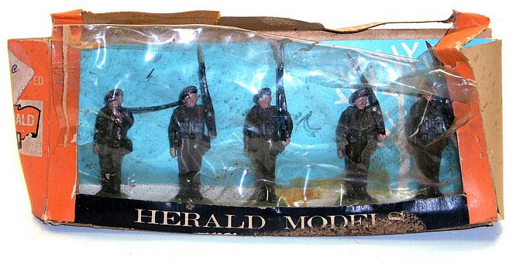 Britains Set of five Soldiers