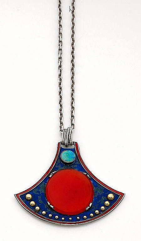 PAUL DUMONT PENDENTIF ART NOUVEAU palme stylisée en argent sertie d''une grande plaque de cornaline surmontée d''une opale serti...