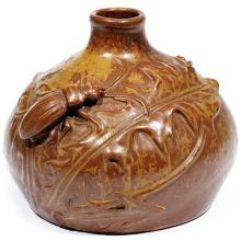 LÉON POINTU (1879-1942)  Vase sphérique aplati en grès, à décor en relief d''un grand coléoptère sur un pissenlit, émail ocre jaspé...