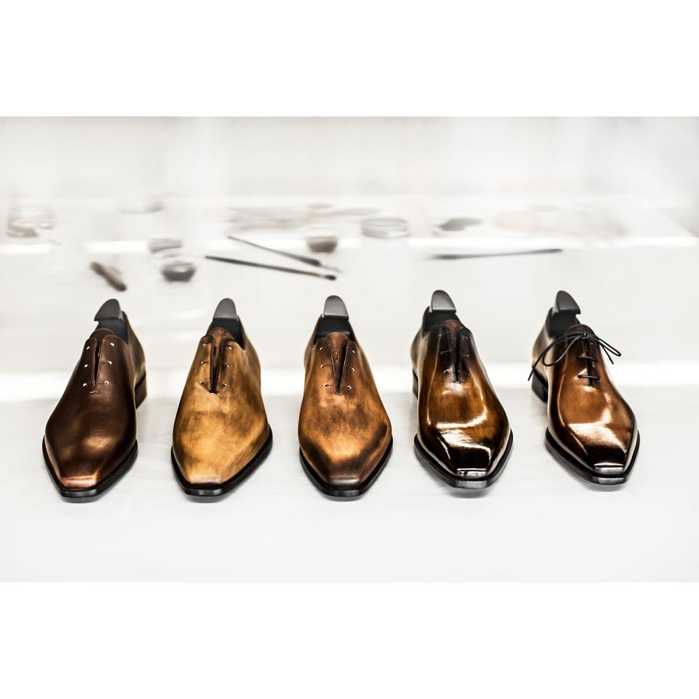 Berluti Une paire de Richelieu Alessandro en cuir neutro, avec teinture et patine sur mesure, à faire réaliser dans la boutique B...