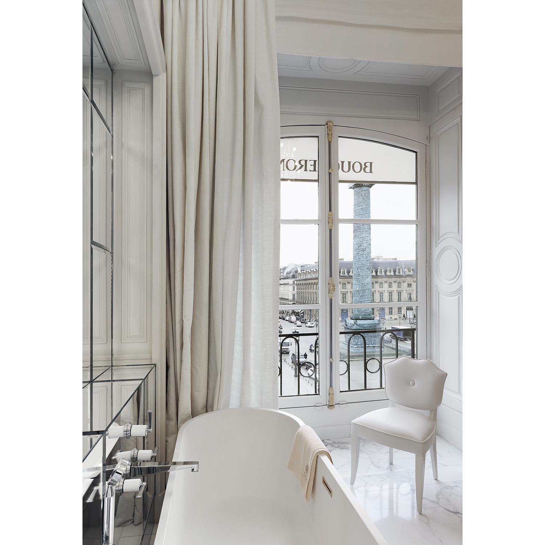 Boucheron Une nuit pour deux personnes dans l'appartement 26V, situé au 26 place Vendôme.