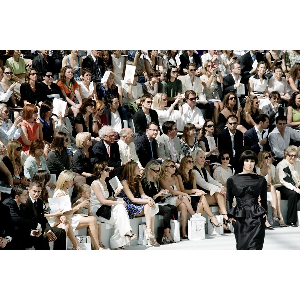 But Sou Lai Une image du défilé Chanel Haute Couture printemps été 2008 au Grand Palais, tirage original et unique 100x150 cm, ex...