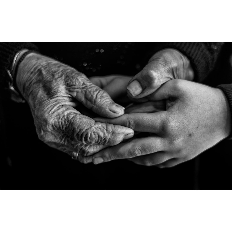 """Nikos Aliagas """"La Beauté du lien"""" (Paris, janvier 2020), photographie format A2, tirage 1/10, papier baryta, signée. """"Ce sont d..."""