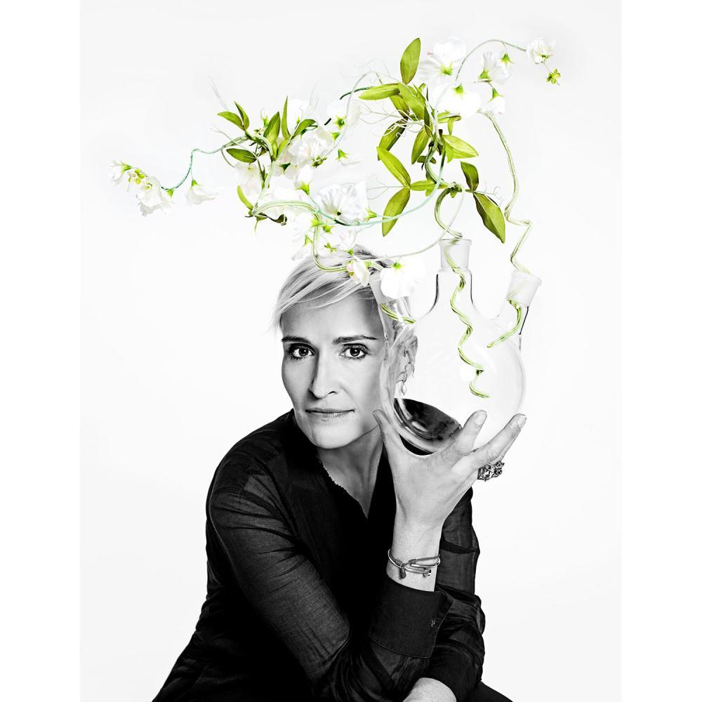 Cartier Une expérience olfactive sur mesure avec Mathilde Laurent, nez de Cartier, dans son laboratoire, rue du Faubourg Saint-Ho...