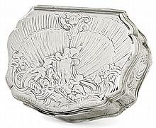 A silver snuff-box, Paris, mid-18th century. HAUT. 3 cm - LARG. 8,5 cm - PROF. 6,5 cm - POIDS  98 g. HEIGHT. 1 3/16 IN. - WIDTH. 3 3/8