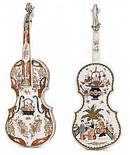 A faïence polychrome violin with Chinese ornaments, in the style of Delft, 19th century. HAUT. 60 cm HEIGHT. 23 5/8 IN.