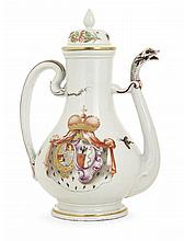 A Doccia porcelain teapot and cover, 18th century. HAUT. 25,5 cm HEIGHT. 10 IN.