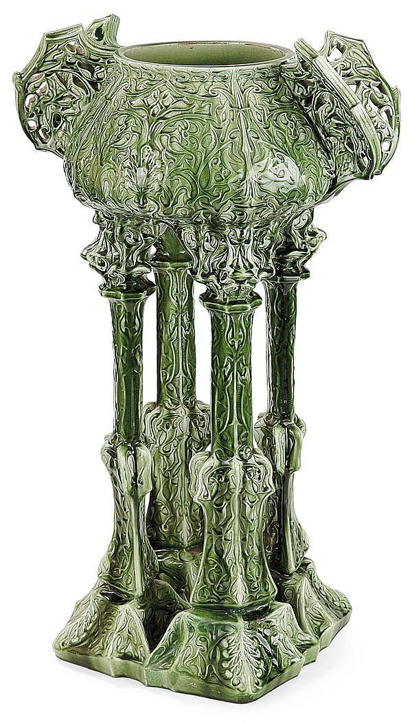 Clément MASSIER (1844-1917) Grande jardinière orientaliste végétale en faïence, présentant, d'un seul tenant, piétement quadripode à...