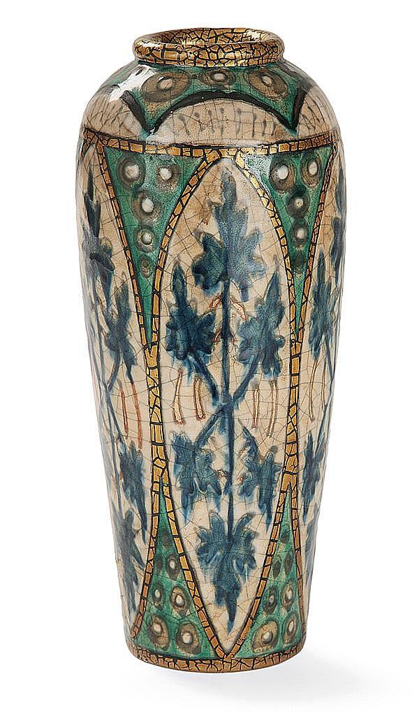 André METTHEY (1871-1921) Vase ovoïde en terre chamottée, à ouverture circulaire soulignée d'un jonc galbé doré, décor de goût Iznik...