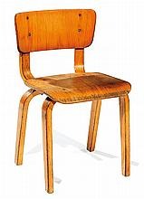ANNÉES 1940. A plywood chair. HEIGHT. 19 7-8 IN. - WIDTH. 11 3-8 IN. - DEPTH. 12 1-4 IN.