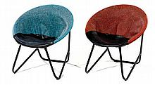 ANNÉES 1950. A pair of tubular steel and vinyl lounge chairs. Height. 16 7-8 in. - Width. 16 7-8 in. - Depth. 14 5-8 in.