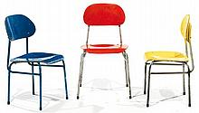 ANNÉES 1960. A set of three steel and plywood chairs with three colours and two heights. HEIGHT. 29 3-8 - 27 1-8 IN. - WIDTH. 15 3-4 -