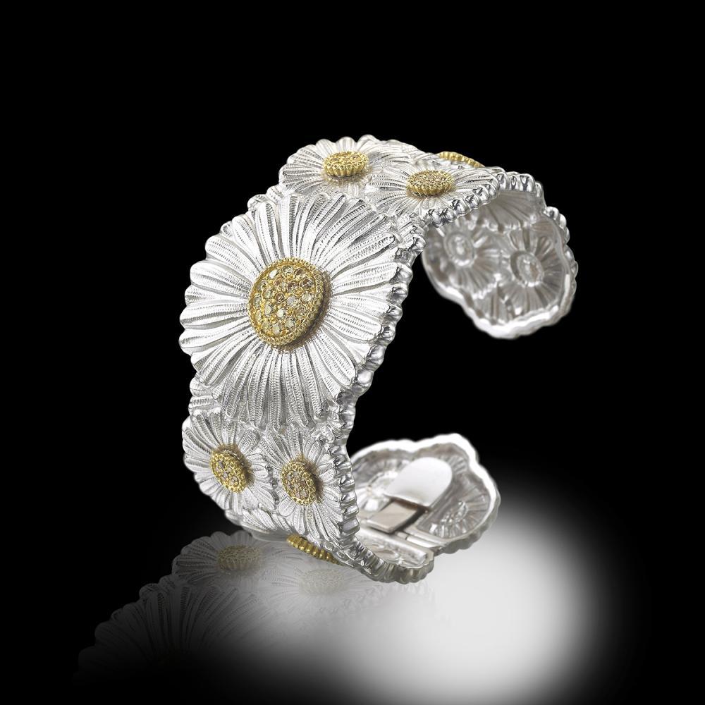 Un bracelet Blossoms Daisy - en argent et vermeil, serti de diamants brillants bruns (ct. 1,60) de la Maison Buccellati