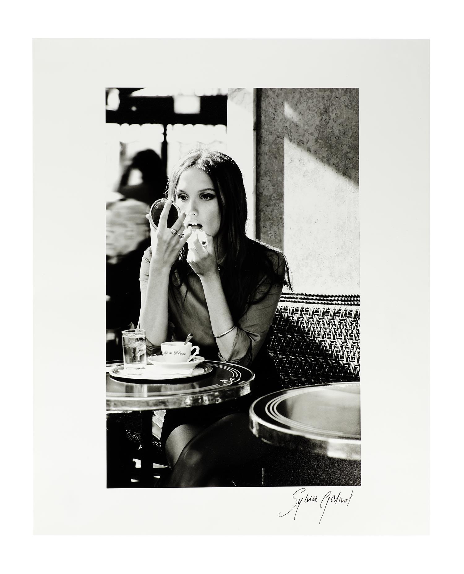 """Tirage baryté """"La Parisienne au café de Flore"""" de Sylvia Galmot"""