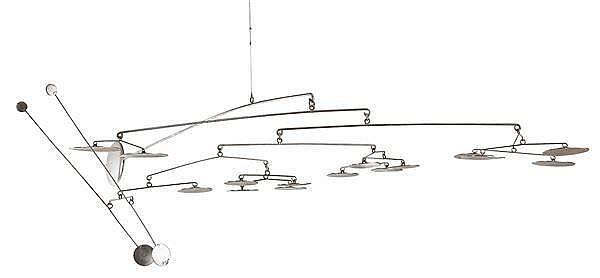 François COLETTE (XXe) Sculpture mobile suspendue, 1974, inspirée du mobile réalisé par Alexandre Calder pour l'aéroport de Dallas. ...