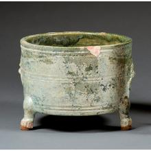 A green glazed vase, wenjiuzun, China, Han dynasty. H.5 11/16 in. - D. 7 1/2 in.