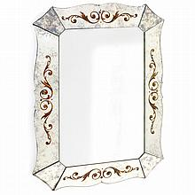 ANNÉES 40 Miroir vénitien à pare-closes en miroir fumé, bords découpés de volutes, décor églomisé de rinceaux dorés. (Un éclat latér...