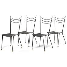 ANNÉES 50 Suite de quatre chaises à structure métallique laquée noire, piétement fuselé, formant V à l''avant, reposant sur des sphèr...