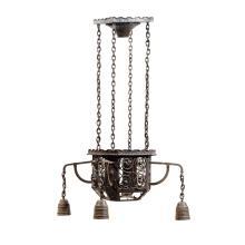 TRAVAIL VIENNOIS Lanterne en fer forgé à patine noire, cage principale ajourée de croix et soutenant quatre bras de lumières se term...