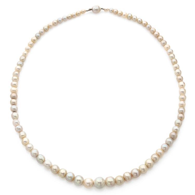 important collier de perles fines il se compose de 80 perles. Black Bedroom Furniture Sets. Home Design Ideas
