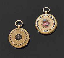 Ensemble comprenant 2 montres de col en or jaune : - GENèVE, DÉBUT XIXème siècle Cadran émail blanc avec index chiffres romains et a...