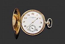 PATEK PHILIPPE VERS 1900 Montre de poche savonnette en or jaune. Cadran argenté avec index chiffres arabes appliqués en or et aigui...