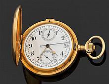 ANONYME VERS 1900 Montre de poche savonnette en or jaune avec chronographe monopoussoir. Cadran émail blanc avec index chiffres arab...