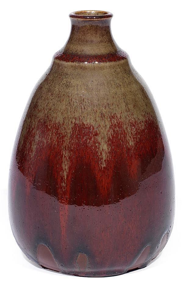 Auguste DELAHERCHE (1857-1940) Vase ovoïde en grès, col galbé à ressauts, décor de coulures sang de bœuf sur fond jaspé beige, fond ...